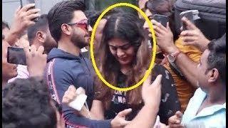 Ranveer Singh Protects Female Fans | Watch Video