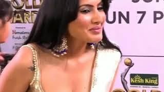 Kamya Punjabi deep cleavage show