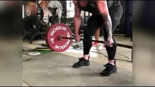 Female bodybuilder trying out powerlifting