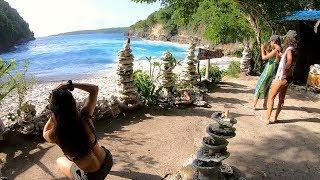 Female tourists saved by local Indo boys, Nusa Penida, Bali