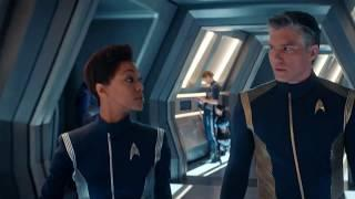 Only Female Technicians in Corridor on Star Trek Discovery
