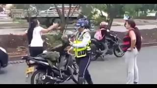 Liveleak.- -PSYCHO WOMAN- ATTACKS -FEMALE COPS- = south of da border™®