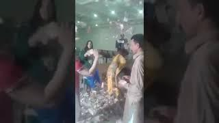 Currency Rain On Female Dancer In Wedding Party نوٹوں کی بارش